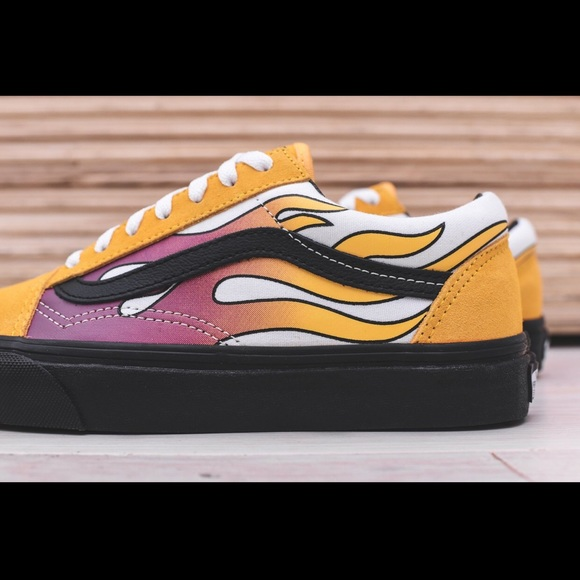 33410bad40 VANS OLD SKOOL FLAME BANANA BLACK WHITE PURPLE